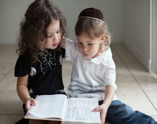 Kids Learning Aleph Bet 600x475